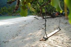 Rilassi l'oscillazione tailandese sulla spiaggia di freddo della Tailandia Fotografia Stock Libera da Diritti