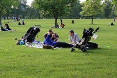 Rilassi nel parco reggente del ` s, Londra Immagini Stock