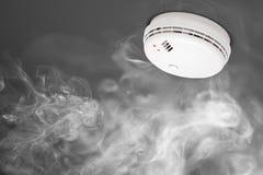 Rilevatore di fumo dell'allarme antincendio Immagini Stock Libere da Diritti