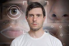 Rilevazione del fronte e riconoscimento dell'uomo Dispositivo ottico del computer e concetto di apprendimento automatico fotografia stock libera da diritti