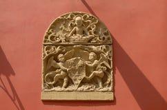 Rilievo antico dell'emblema fotografia stock libera da diritti