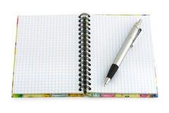 Rilievo di nota e della penna fotografie stock libere da diritti