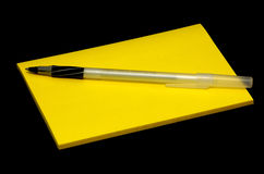 Rilievo di nota e della penna Immagini Stock Libere da Diritti