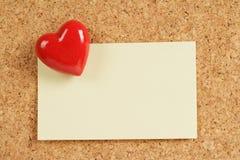 Rilievo rosso di nota e del cuore fotografia stock libera da diritti