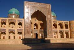RIM-eu-árabe de Madrasah da vista no por do sol fotos de stock