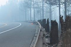 Rim Fire In Yosemite ~ 2013 ~ den brända vägräcket Royaltyfria Foton