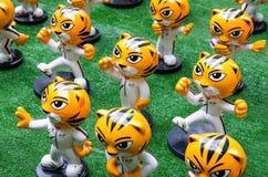 ` Rimau ` jest miniaturowym postacią który przed pawilonu zakupy kompleksem symbolicznym Kuala Lumpur ho Malezja gier Denna masko Zdjęcia Stock