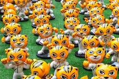 ` Rimau ` jest miniaturowym postacią który przed pawilonu zakupy kompleksem symbolicznym Kuala Lumpur ho Malezja gier Denna masko Fotografia Royalty Free