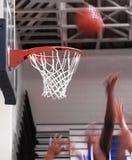 Rimbalzo di pallacanestro immagini stock