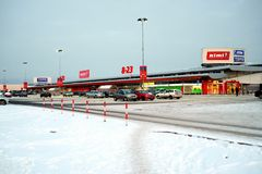 Rimi-Shopmitte in Zirmunai-Bezirk Nord-Stadt Stockfotos