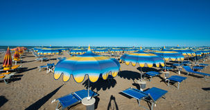 Rimini 15 kilometer lång sandig strand Arkivfoto