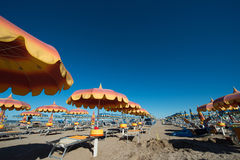 Rimini 15 kilometer lång sandig strand Arkivfoton