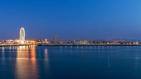 Rimini strandcityscape på aftonen Stads- nattljus fotografering för bildbyråer