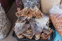 Rimmad fisk (torkad fisk) som är till salu på marknaden Fotografering för Bildbyråer