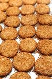 Rimmade kakor med sesam Royaltyfria Foton