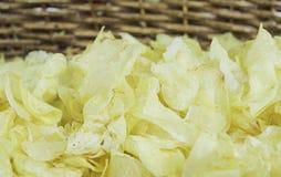 Rimmade potatischiper Arkivbild