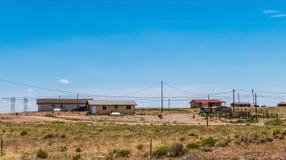 Rimorchi navajo di legno La vita dei nativi americani sulla prenotazione immagine stock libera da diritti