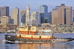 Rimorchiatore nel porto di Boston, Boston, Massachusetts Fotografia Stock