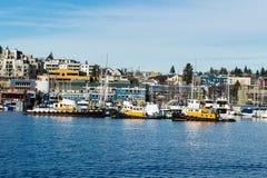 Rimorchiatori messi in bacino al bacino di Fremont Boat Company immagini stock