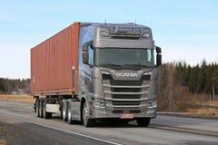 Rimorchio dei semi di Scania della prossima generazione sulla strada Fotografie Stock Libere da Diritti