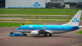 Rimorchio di KLM Boeing 737 stock footage