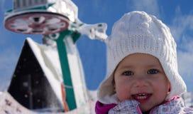Rimorchio di sci e della ragazza Immagine Stock Libera da Diritti
