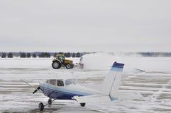 Rimozione di neve dell'aeroporto Fotografie Stock