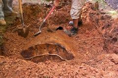 Rimozione sotterranea del serbatoio dell'olio. Fotografie Stock Libere da Diritti