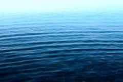 Rimpeling op de oppervlakte van het water royalty-vrije stock fotografie