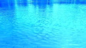 Rimpelingen op het water, de wind Heldere blauwe, cyaan, lichtblauwe kleuren Dynamisch videosubstraat