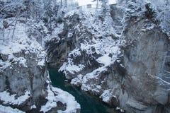 Rimpinzi di sul fiume di Lech nell'orario invernale Fussen germany Fotografie Stock Libere da Diritti