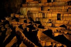 Rimstone (gours) en la cueva de Slocjan Foto de archivo