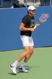 Pratiques en matière de Raonic de Milos de joueur de tennis professionnel pour l'US Open au Roi National Tennis Center de Billie J Images stock