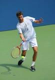 Pratiques en matière de Gilles Simon de joueur de tennis professionnel pour l'US Open Photos stock
