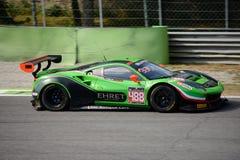 Rinaldi участвуя в гонке Феррари 488 GT3 на Монце Стоковые Фото