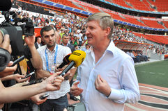 Rinat Akhmetov speaks to reporters Royalty Free Stock Images