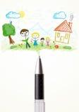 Rinchiuda il primo piano con un disegno di una famiglia Fotografie Stock Libere da Diritti