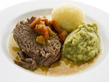 Rinderbraten mit Wirsing Stock Photography