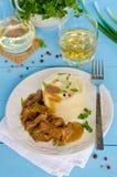 Rindergulasch mit Kartoffelpürees Stockbild