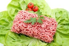 Rinderhackfleisch auf weißem Hintergrund lizenzfreie stockfotografie