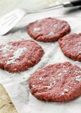 Rinderhackfleischburger stockbild