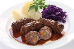 Rinderrouladen, Duits rundvleesbroodje stock afbeeldingen