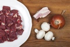Rindfleisch Bourguignonbestandteile lizenzfreie stockfotos