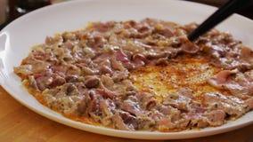 Rindfleisch carpaccio Vorbereiten - Nahaufnahme stock video