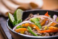 Rindfleisch Fajita in der Wanne lizenzfreies stockfoto