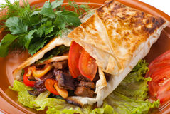 Rindfleisch Fajitas mit Pfeffern und Tomate lizenzfreies stockfoto