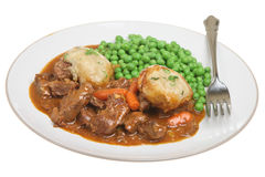 Rindfleisch-Kasserolle-Eintopfgericht u. Mehlklöße stockfoto