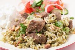 Rindfleisch mit arabischer frikeh Nahaufnahme Lizenzfreie Stockfotografie