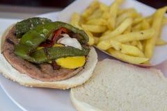 Rindfleisch mit Knoblauch und frischer Petersilie stockbild