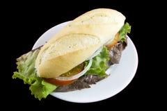 Rindfleisch-Sandwich mit Fischrogen im links Stockbild